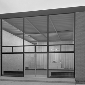 The Mies van der Rohe Archive: Garland Architectural Archives, 20 vols. 1986-92